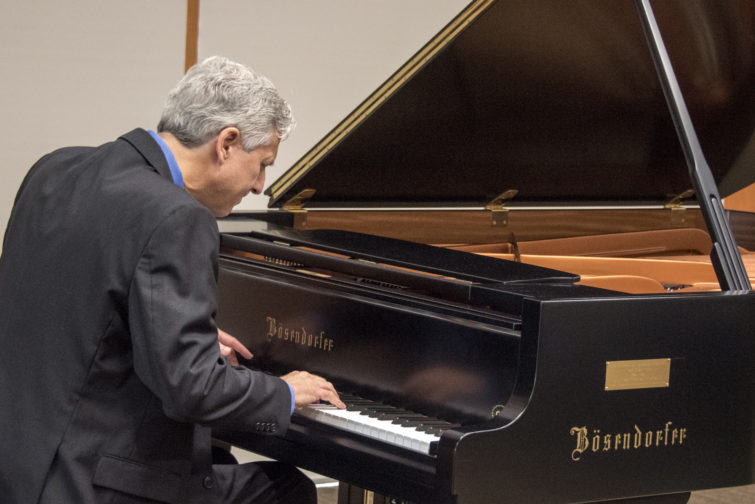 Pianist Brian Ganz